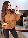 Короткая зимняя курта с воротником - стойкой и накладными карманами 66kur180Q, фото 2