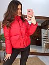 Короткая зимняя курта с воротником - стойкой и накладными карманами 66kur180Q, фото 6