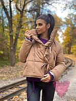 Короткая женская куртка на завязках с высоким воротником 71mku176