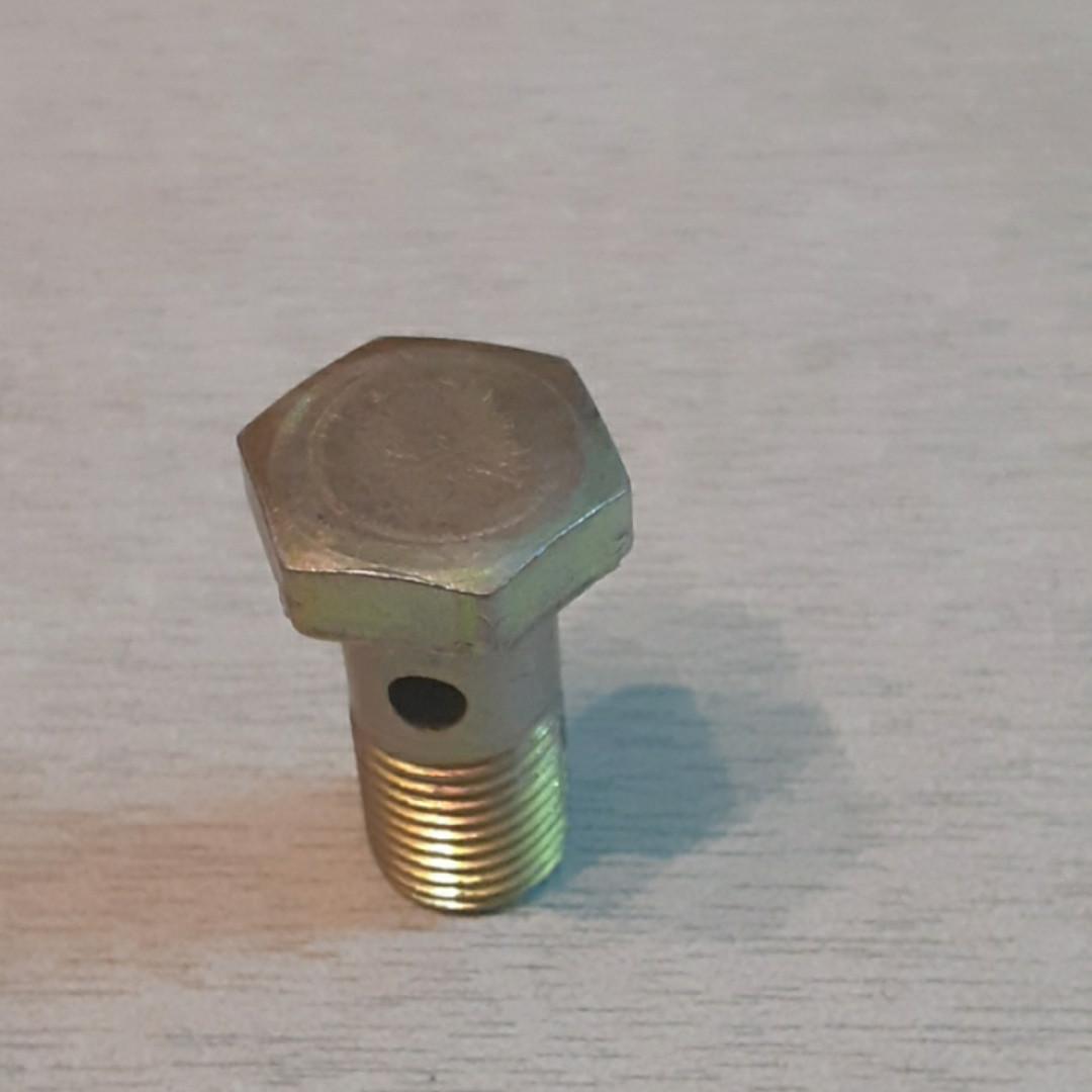 Штуцер топливного насоса R175, R180