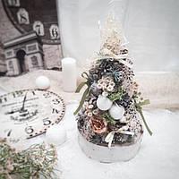 Рождественская новогодняя декоративная елочка на стол в пудровых и натуральных тонах