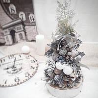 Рождественская новогодняя декоративная елочка на стол в серых и белых