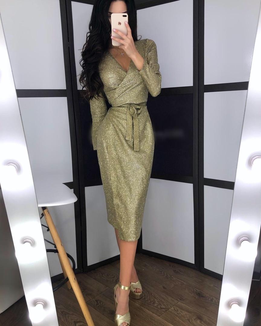 Нарядное платье с блестящим напылением