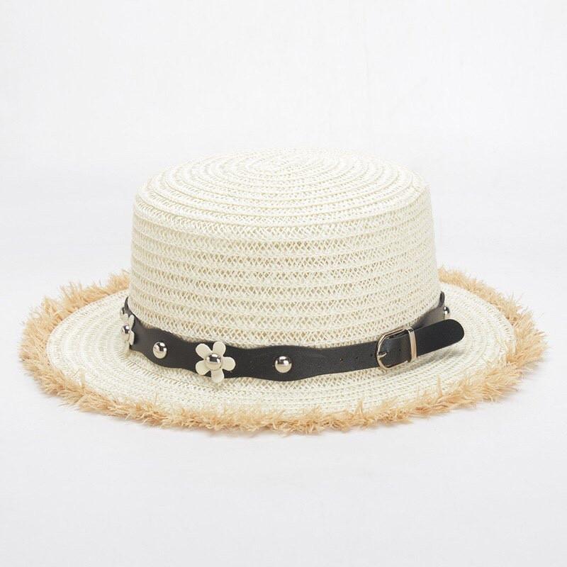Соломенная шляпа- канотье белого цвета с ремешком в цветочек