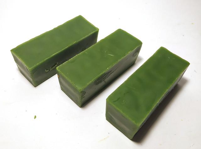 Кольоровий зелений бджолиний віск для виготовлення свічок, розпису писанок.