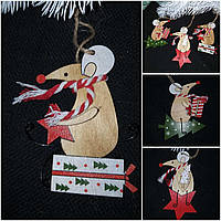 """Красивое украшение """"Мышка на подарке"""", материал - дерево, выс. 9-11 см., 25/20 (цена за 1 шт. + 5 гр.)"""