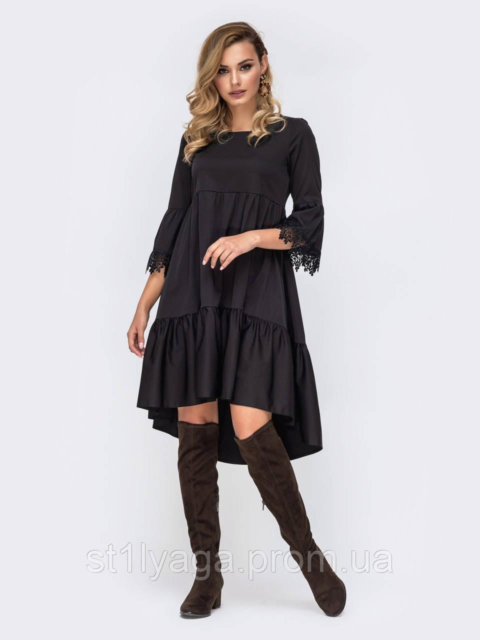 Платье из костюмной ткани с ажурным кружевом на рукавах и кокетке