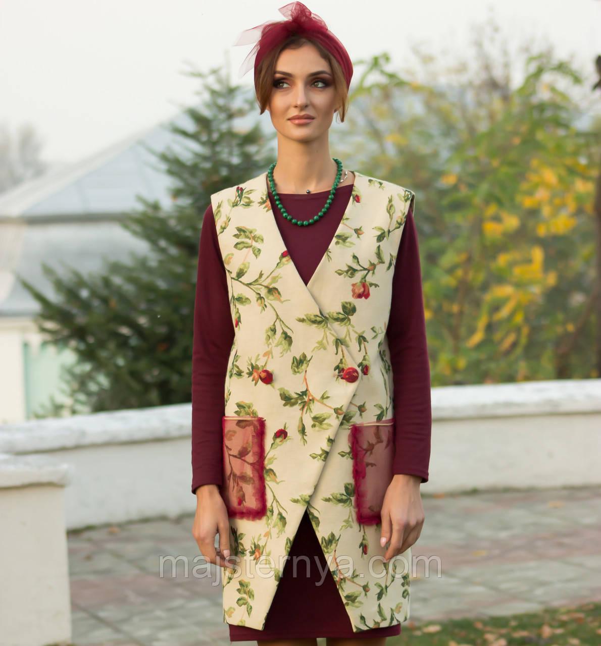 Жіноча жилетка з квітами, гобелен