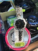 Жіночий кварцовий годинник Планета на браслеті