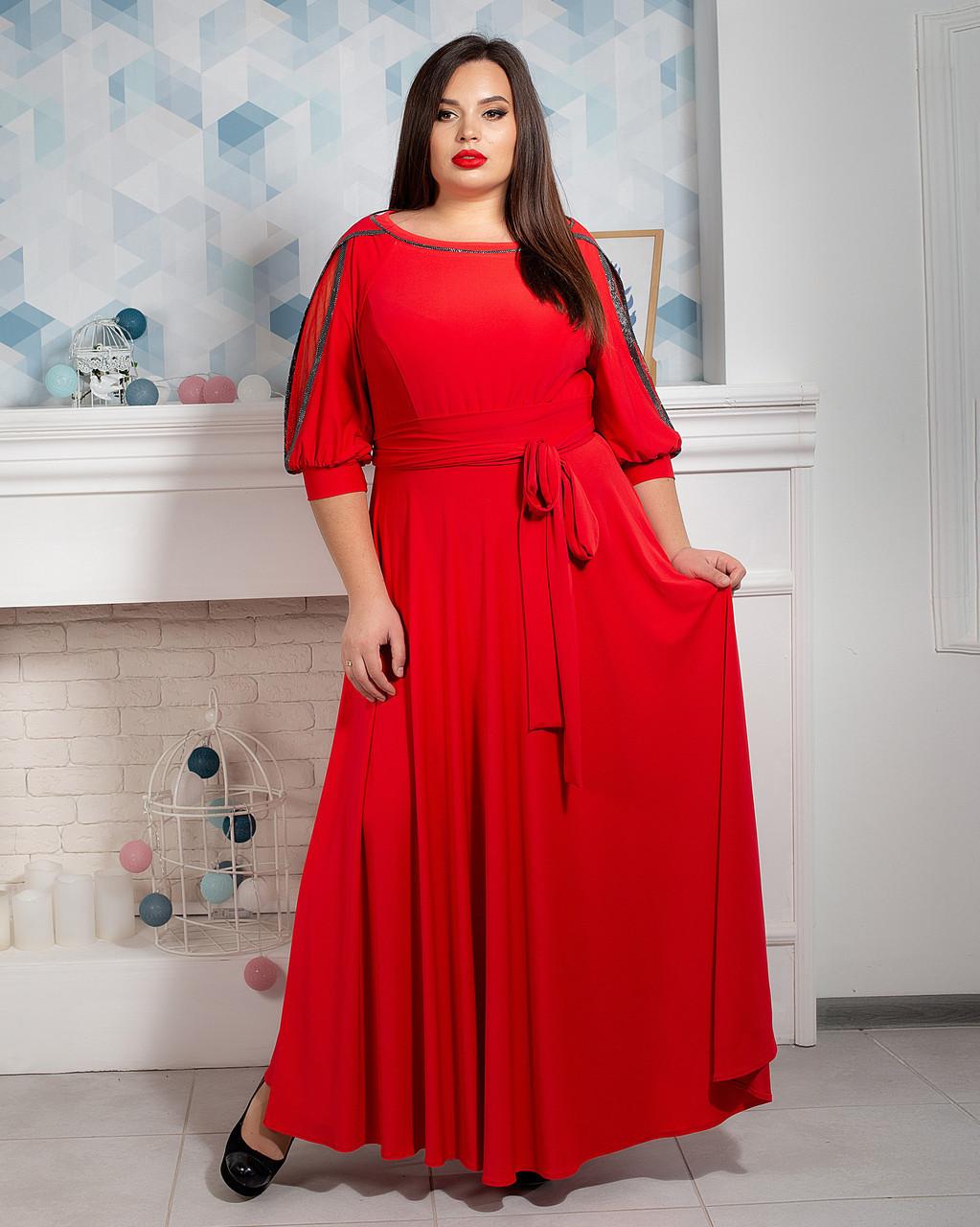 Яркое красное платье макси с поясом