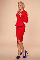 Оригинальный женский костюм красного цвета