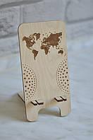 """Деревянная подставка для телефона с гравировкой """"Карта мира"""""""