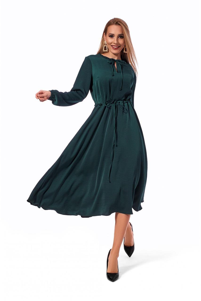 Стильное женское платье бутылочного цвета