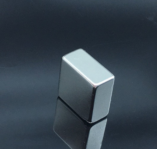 Прямокутник магніт неодимовий 20х20х10мм , зчеплення 11кг, N42