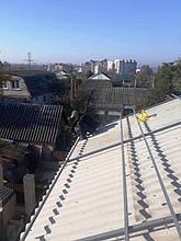 Монтаж системы креплений на крыше.