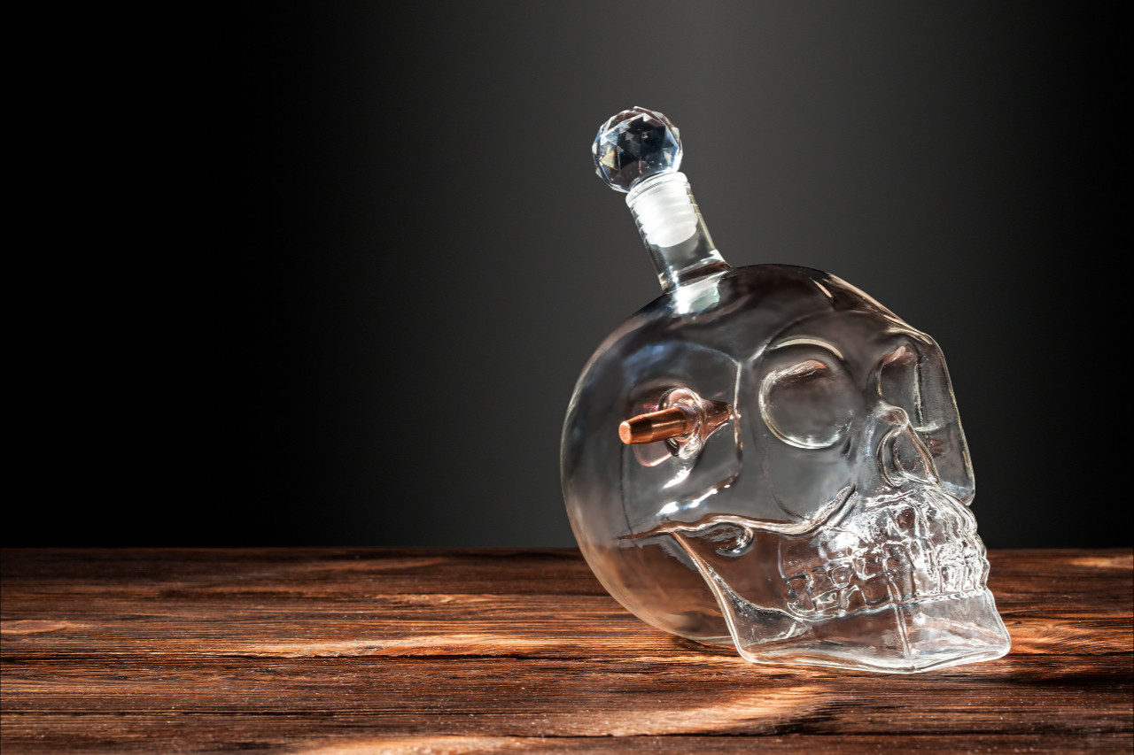 Графин череп 1л с настоящей «застрявшей» пулей 7.62