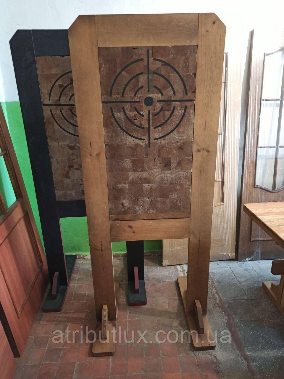 Деревянная мишень на стойке. Для метания ножей или стрельбы из лука.