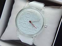 Кварцевые наручные часы Adidas (адидас) на силиконовом ремешке, с прозрачным корпусом, белые - код 1605