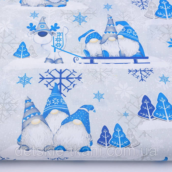 """Ткань новогодняя """"Трио скандинавских гномов"""" голубые на светло-сером, плотность 135 г/м2. №2511"""