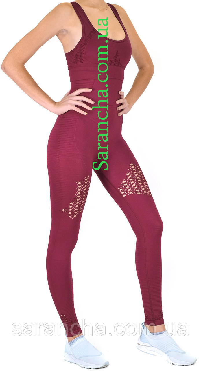 Женский спортивный комплект бордового цвета