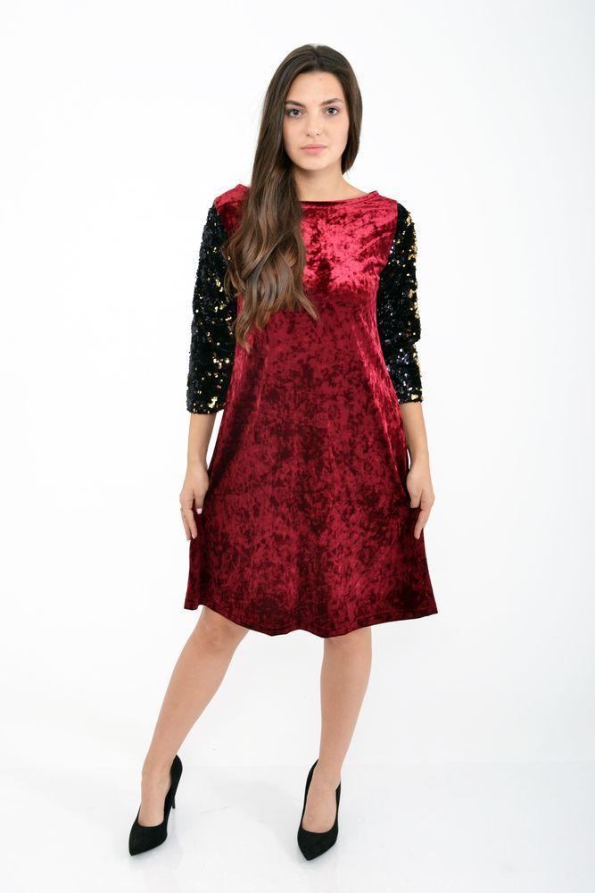 Бордовое платье с пайетками на рукавах