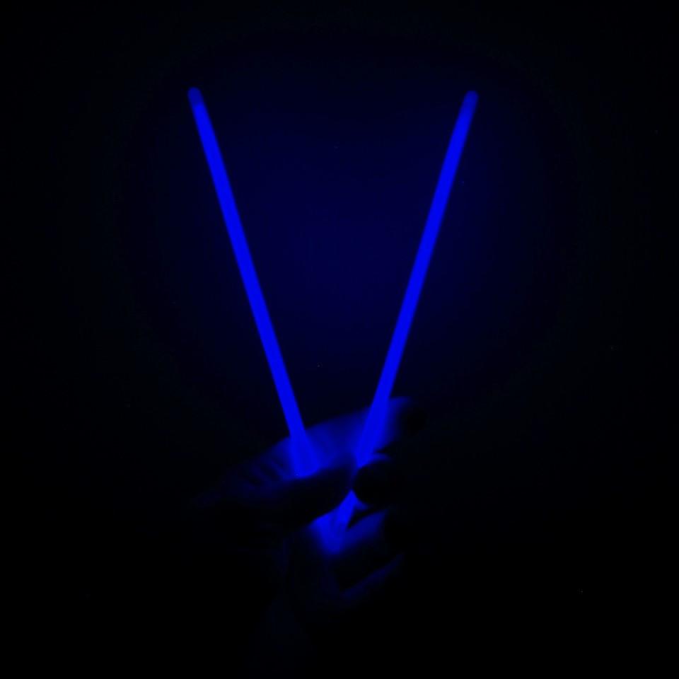 Неоновые светящиеся браслеты (синие), 100 шт. Неоновые светящиеся палочки