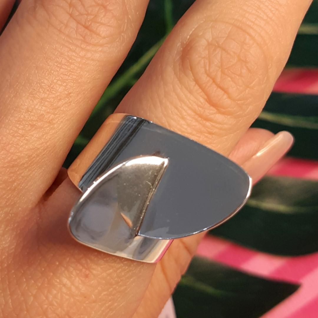 Стильное серебряное кольцо без камней - Родированное серебряное женское кольцо