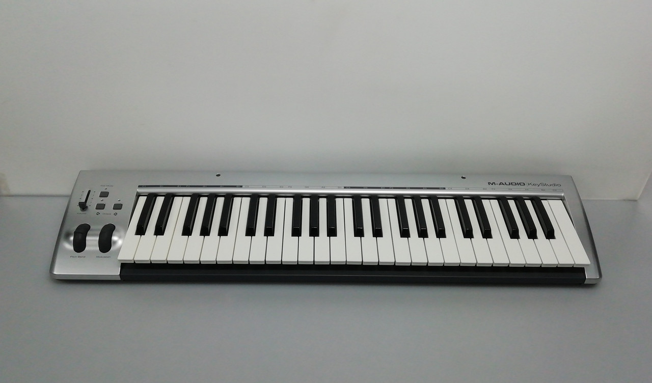 MIDI клавиатура M-Audio KeyStudio 49i