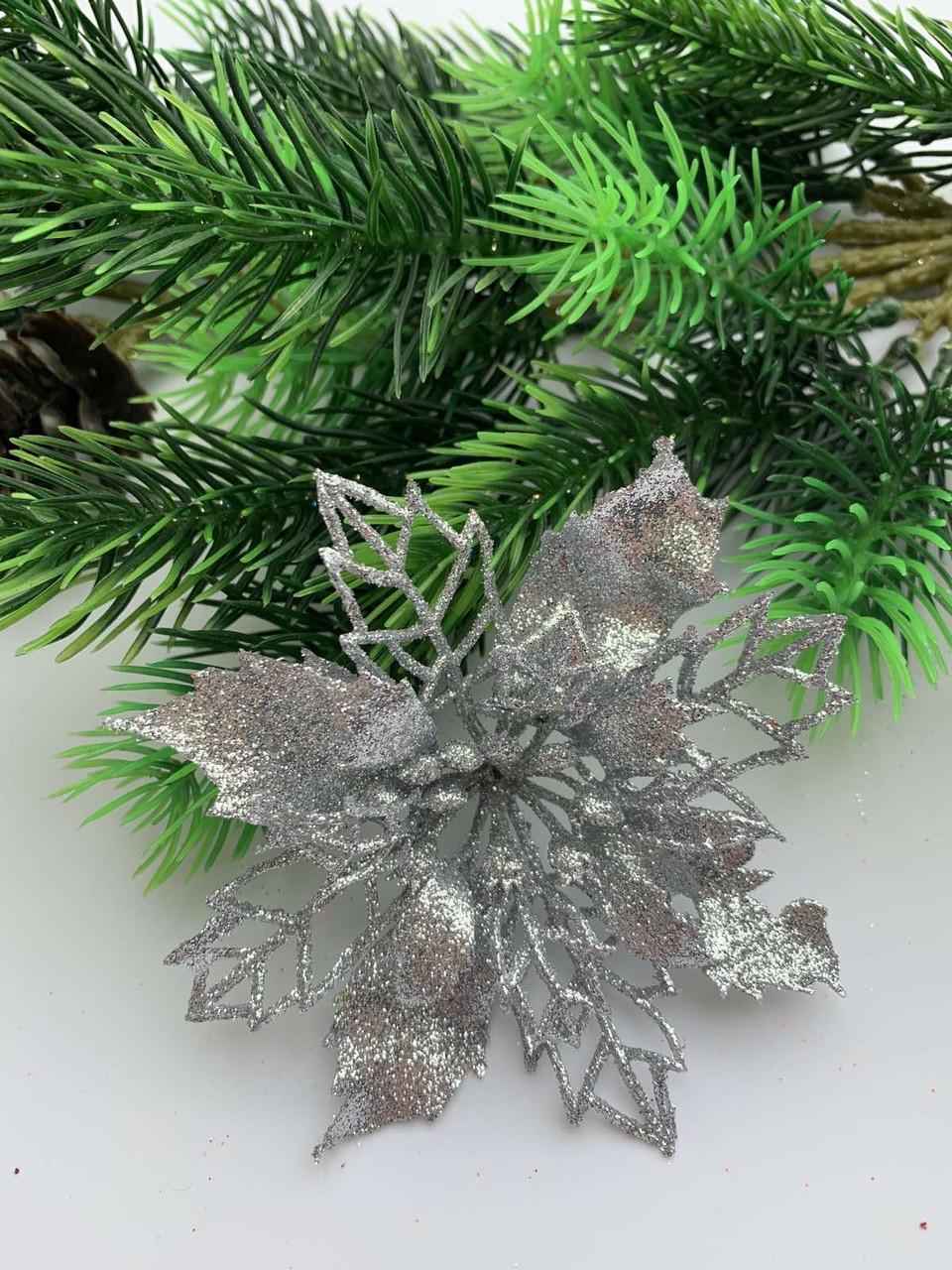 Новогоднее украшение. Пуансетия новогодняя серебро.