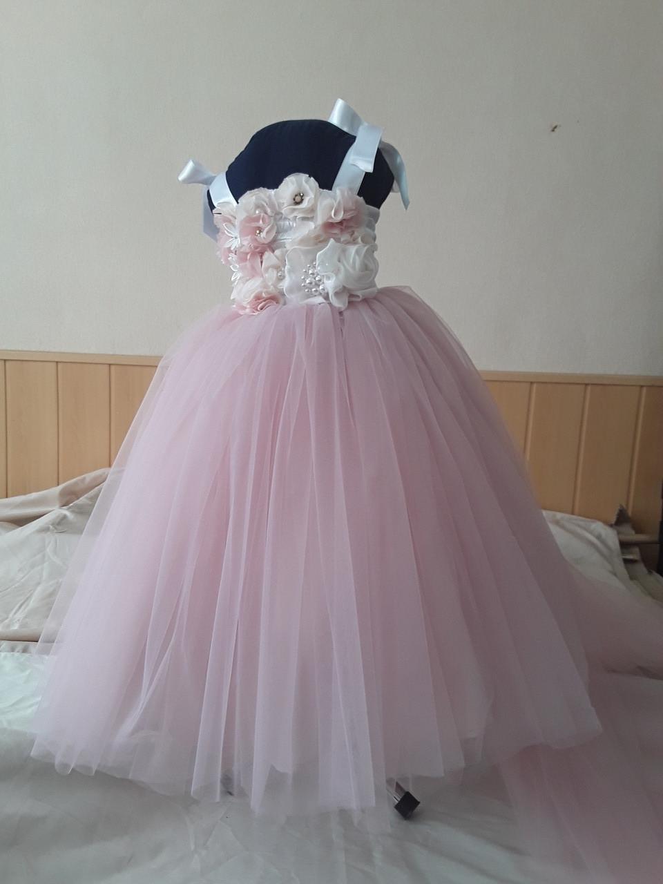 Дитяче плаття зі знімним шлейфом. Сукня універсальний розмір.