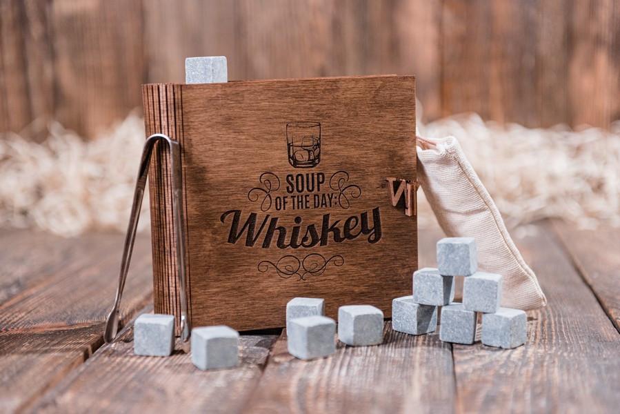 """Оригинальные стеатитовые камни для виски. 12 шт. в подарочном наборе """"Soup of the day whiskey"""""""