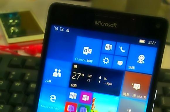Microsoft планирует представить пару флагманских смартфонов Lumia 950 и 950 XL Microsoft plans to introduce a couple of the flagship smartphone, the Lumia 950 and 950 XL