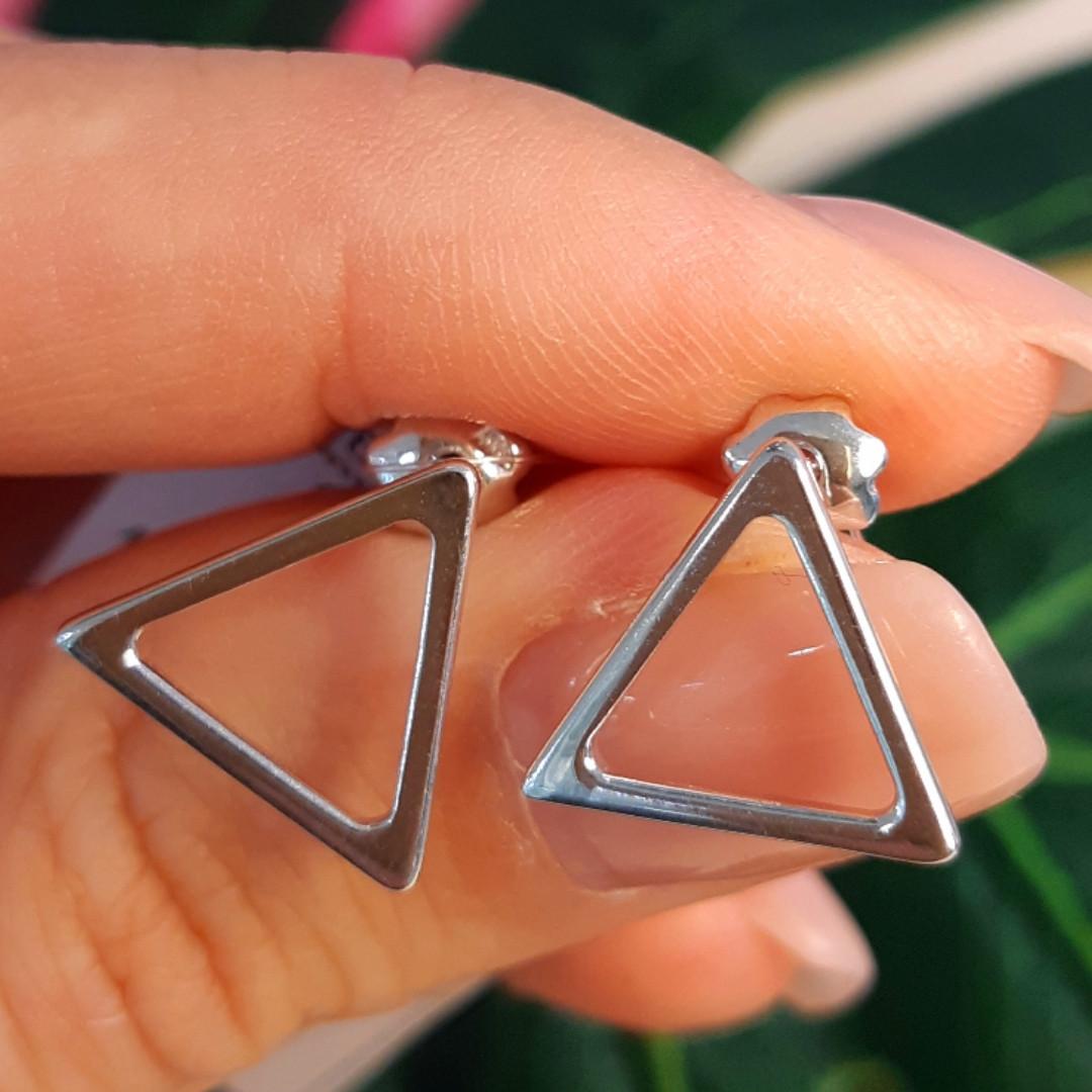 Серебряные серьги-гвоздики Треугольнички - Серьги пуссеты в стиле минимализм