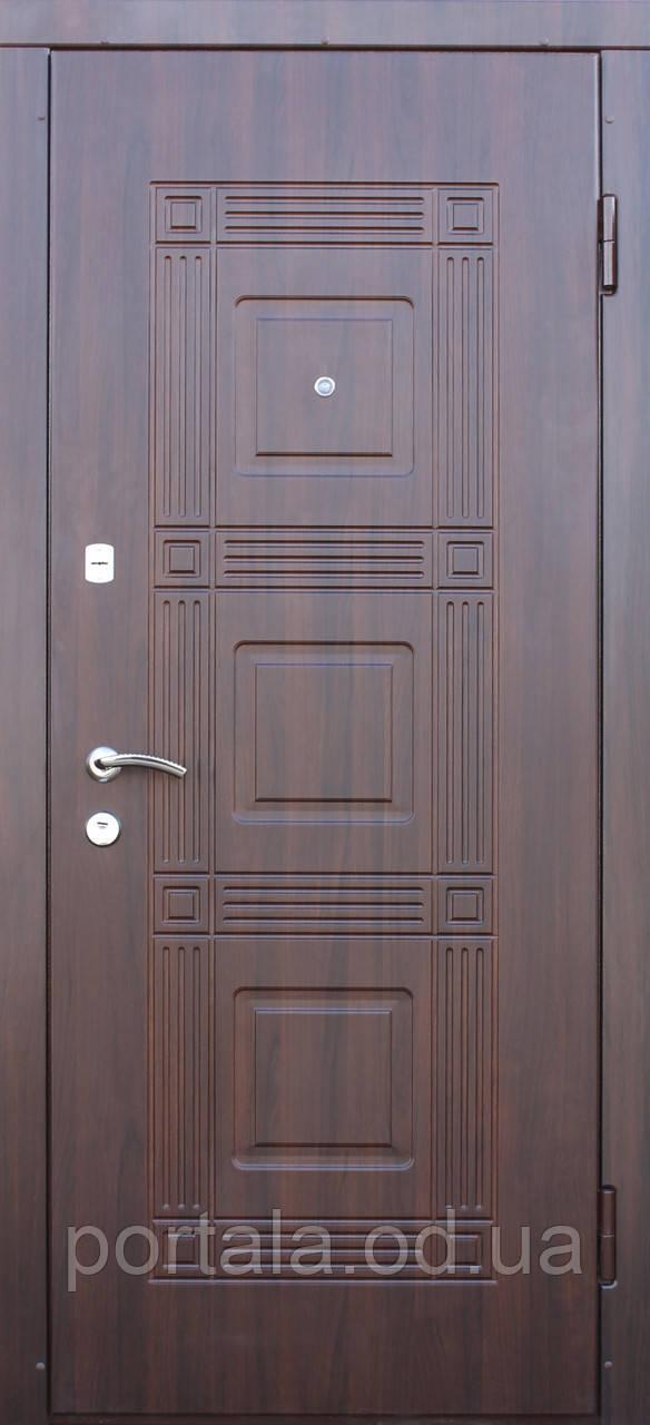 """Входная металлическая дверь """"Портала"""" для квартиры (серия Комфорт) ― модель Министр"""