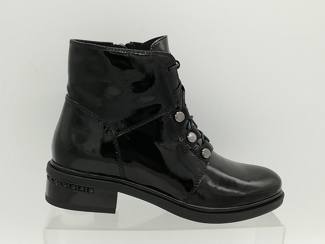 Лакові черевики на низькому каблуці. Маленькі розміри (33 - 35).