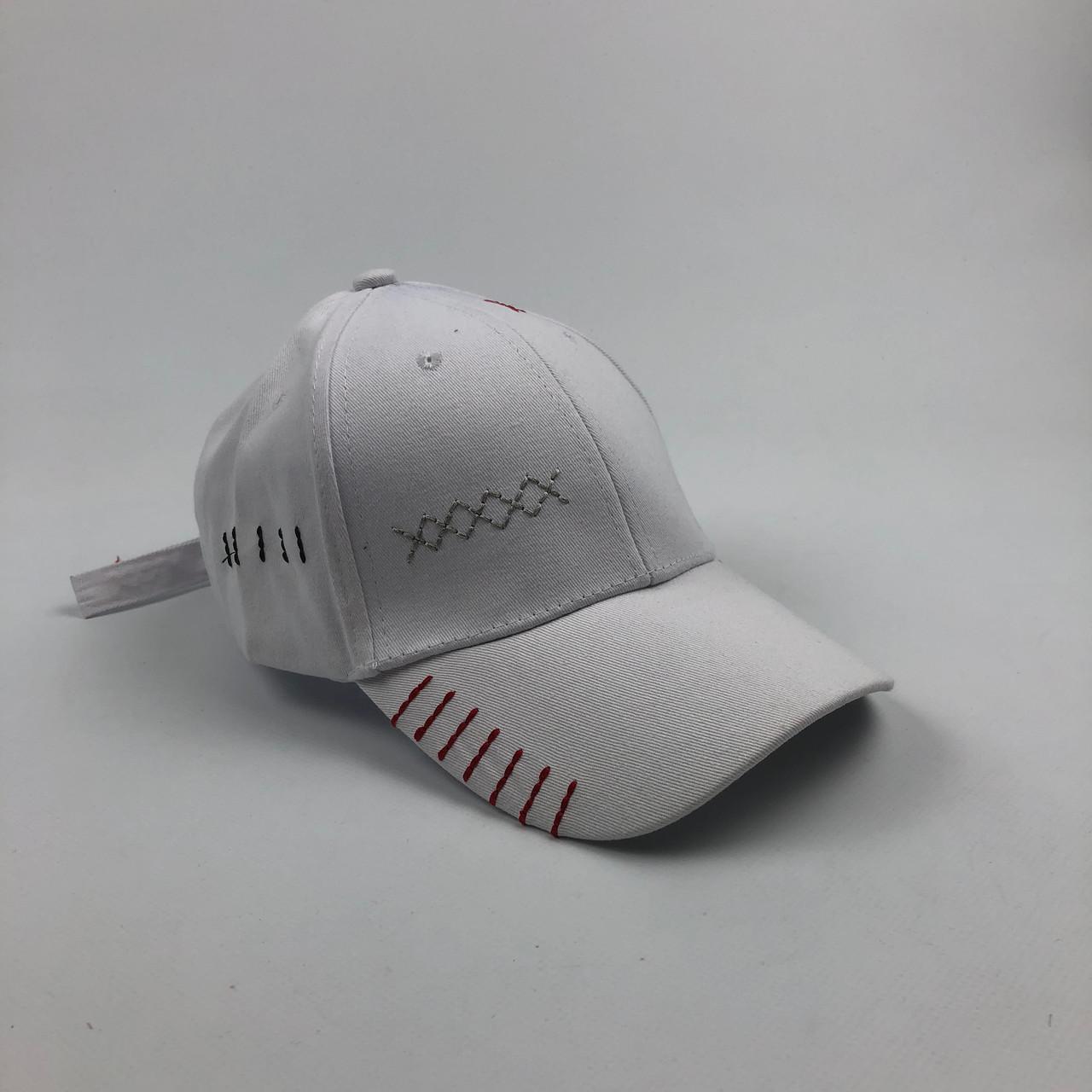 Кепка бейсболка Нашивки (белая)