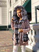 Розовая куртка парка с натуральным мехом чернобурки на капюшоне