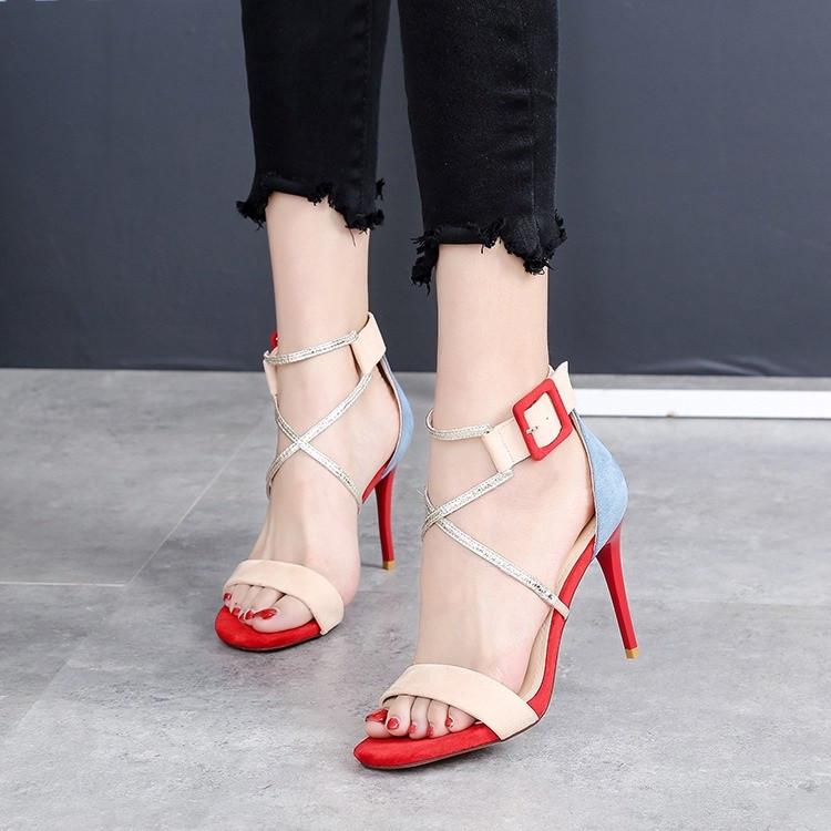 Модные босоножки на высоком каблуке