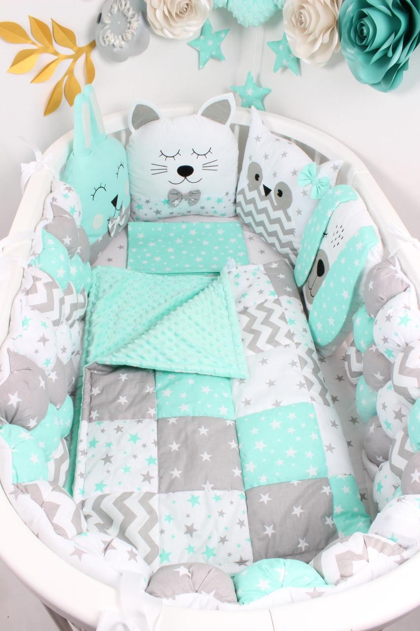 Комплект в овальную кроватку с игрушками и бамбонами в Мятном цвете