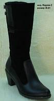 Женские зимние кожаные сапоги на широком каблуке