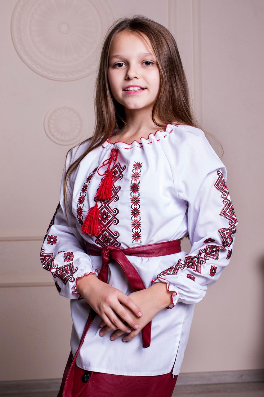 Вышиванка Ярина с красной вышивкой