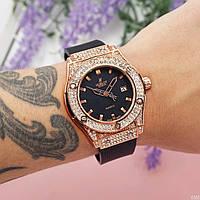 Женские наручные часы  Hublot Big Bang золотистый цвет
