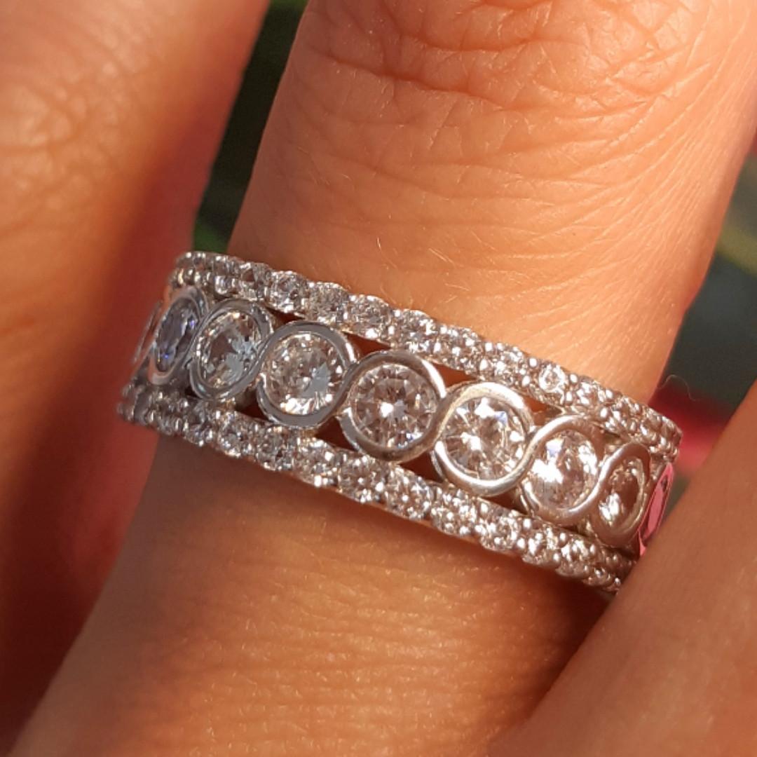 Серебряное брендовое кольцо с фианитами - Женское серебряное родированное кольцо