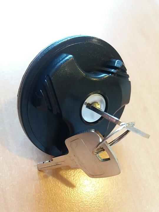 Крышка топливного бака с ключом IVECO  Е3/Е4  (LE10830.T/2993927)
