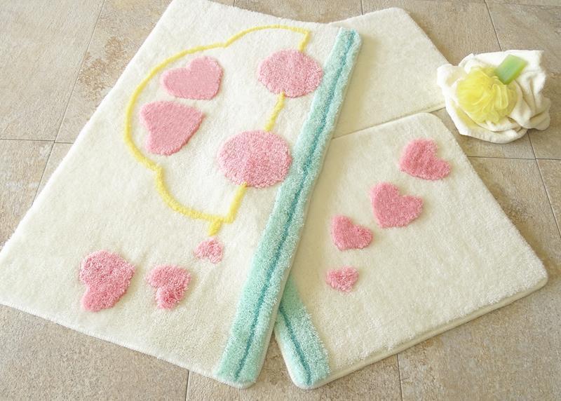 Набор ковриков  для ванной комнаты  ALESSIA набор (3 предмета). Машинка с сердечками