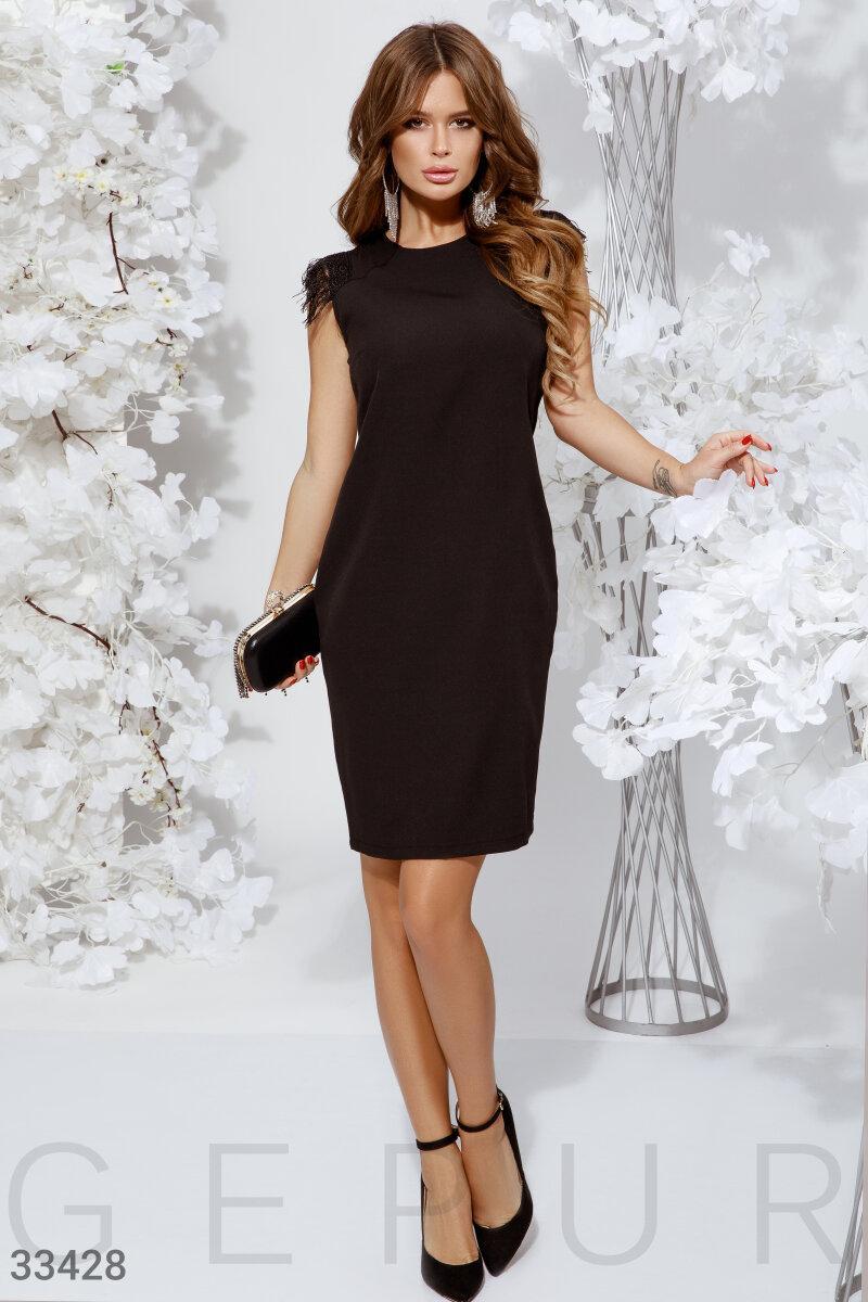Приталенное вечернее платье по колено черное