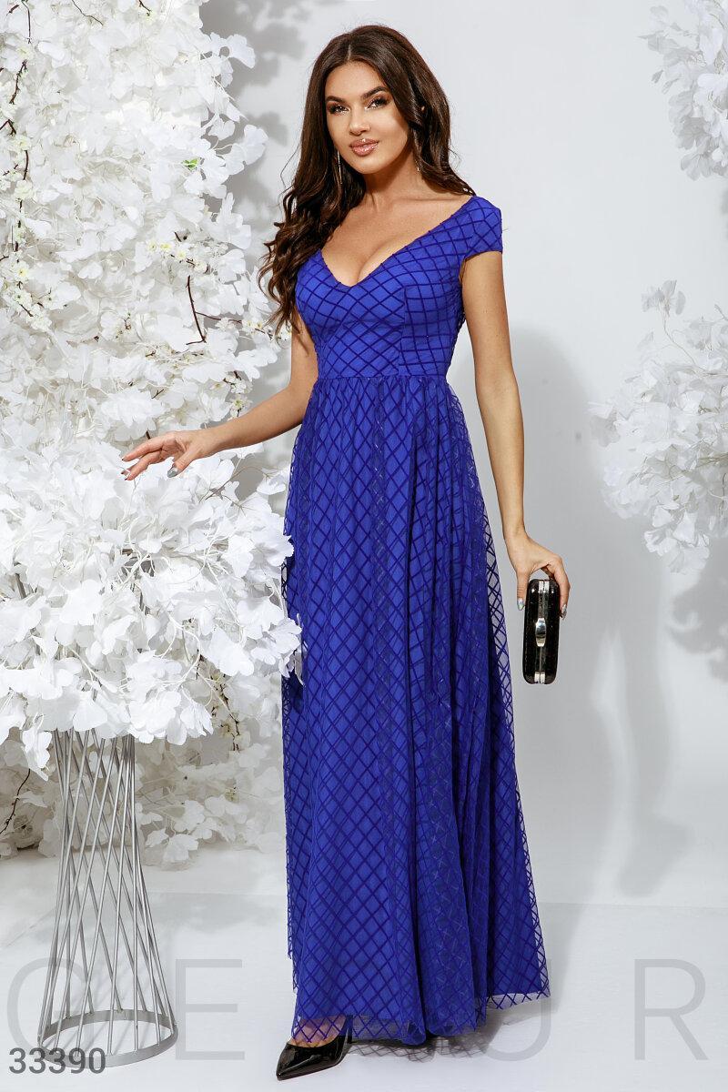 Вечернее длинное платье с глубоким вырезом синее