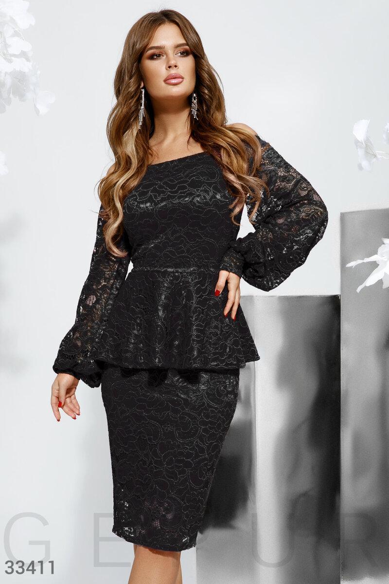 Вечернее платье-футляр с баской черное