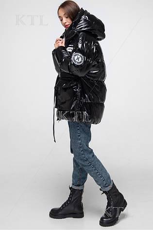 Короткий женский пуховик Yimosis 1705 чёрный лак, фото 2