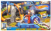 Трек-запуск Hot Wheels с лазером меняет цвет